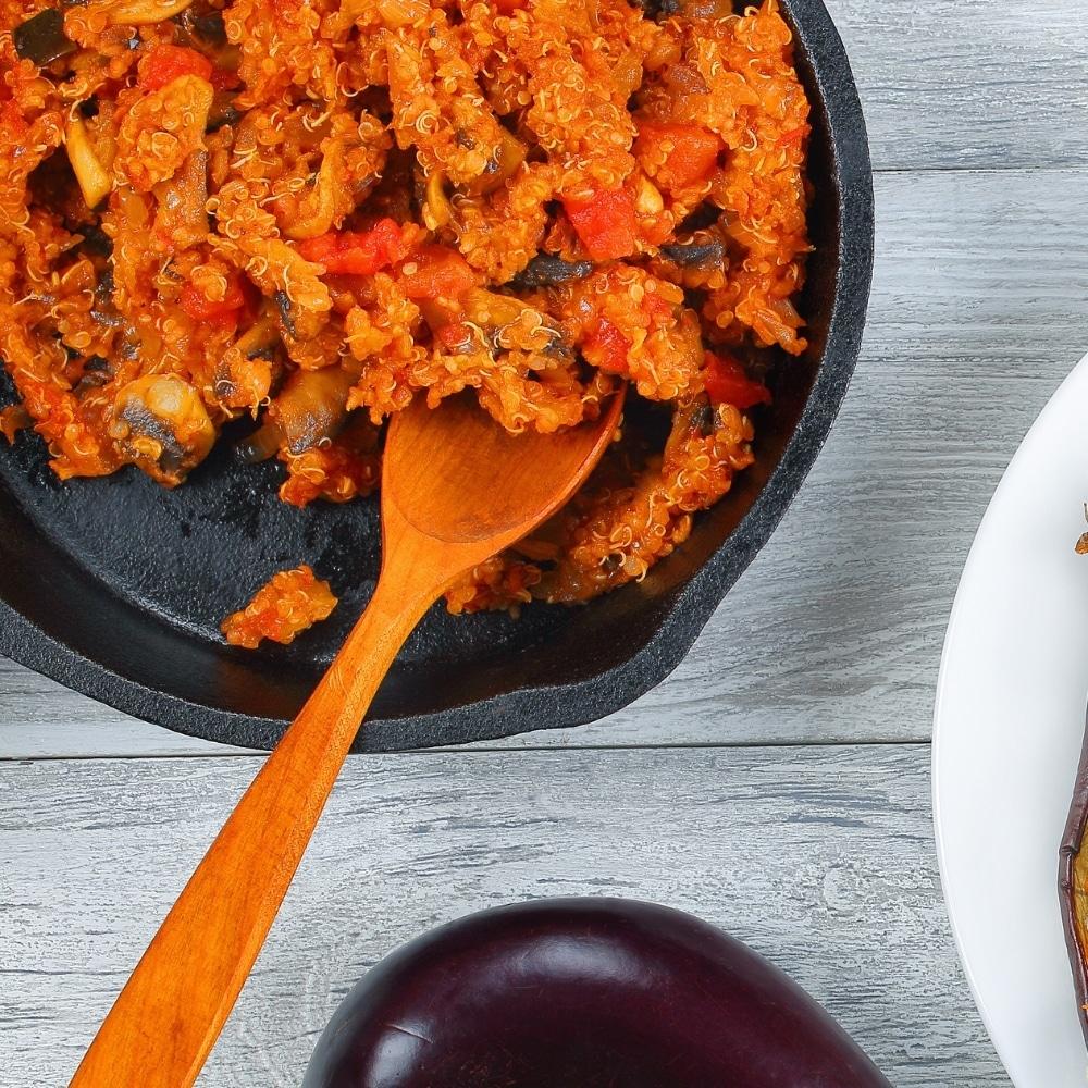 Receta de quinoa con salsa de tomate y pimientos